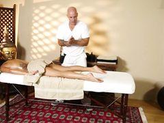 Классный эротический массаж закончился сексом для большегрудой телки