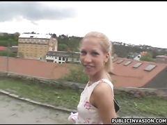 Чешская молодая девушка трахается на улице за деньги с пикапером