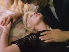 Начинающие актрисы трахаются с парнями в гримерке