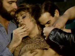 Фильм с групповым сексом Остров девушек (1994)