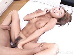 Красивая японка трахается в две дырки сразу с негром и белым парнем
