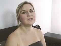 Сообразительный младший уговорил сестру на секс пока они наедине
