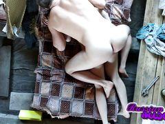 Камера на потолке в спальне снимает домашний секс русской пары