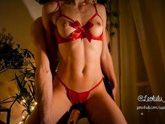 Мужчина мастурбирует киску француженке в эротичном красном белье