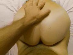 Горячая русская девушка в маске занимается домашним сексом от 1 лица