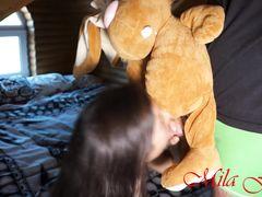 Кокетливая русская девка с большой дыркой в жопе кайфует от анала