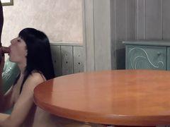 Обнаженная украинка трахается с парнем в позе догги стайл
