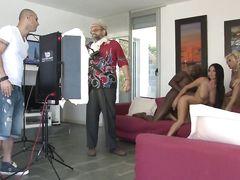 Ассистент режиссера трахнул актрису после съемок и кончил ей в пизду