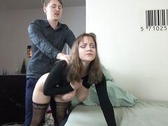Шведка с большими сиськами реально кончила во время домашнего секса