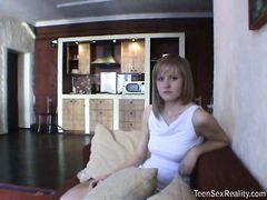 Неподражаемая русская блондинка занялась домашним сексом после массажа