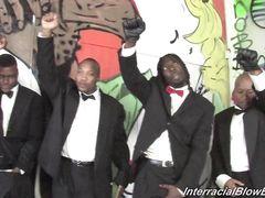 Черные парни в костюмах залили спермой лицо блонды во время оргии