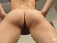 Сексуальная гимнастика от двух русских девочек с красивыми попочками