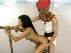 Египетский фараон занялся анальным сексом в бассейне с Клеопатрой