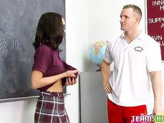Сильный накачанный учитель трахает ученицу после индивидуального урока