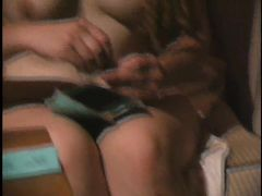 Две лесбиянки устроили домашние съемки секса в ванной