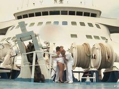Капитан с помощником круто поимели новую сотрудницу на корабле