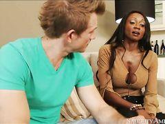 Зрелая негритянка с большими сиськами трахается с белым другом сына