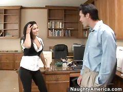 Изысканная азиатка секретарша трахается с начальником после работы