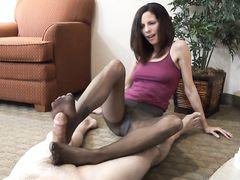 Ласковая жена дрочит член мужу ногами в капроновых колготках