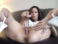 Зрелая жена в чулках занялась мастурбацией перед любимым супругом