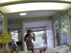 Блогерша ебется и снимает на телефон домашний секс с бойфрендом