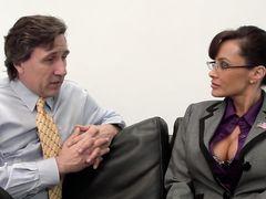 Отличный секс с взрослой грудастой секретаршей