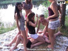 Дикая групповушка студентов курского вуза в лесу около озера