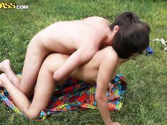 Пьяные русские бабы на пикнике на природе как шалавы жахаются с пацанами