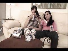 Узкоглазые пьяные брат и сестра занялись инцестом в гостиной