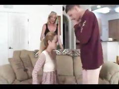 Озабоченная зрелая мама смотрит как трахает дочь ее родной папаша