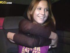 Желанная русская девчонка занялась анальным сексом в машине с пикапером