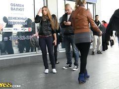 Русские пикаперы трахнули за деньги легкомысленную молодую девку