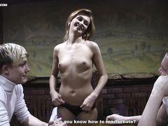 Обычная девушка трахается за деньги с двумя русскими пикаперами
