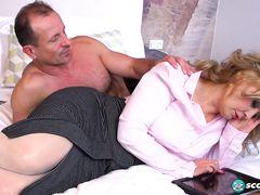 Неудовлетворенный кобель занялся анальным сексом со зрелой телочкой
