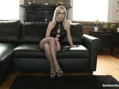 Связанную русскую блондинку ебут во все щели ненормальные мужики