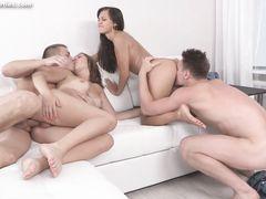Московские подростки занялись групповым дружеским сексом на квартире