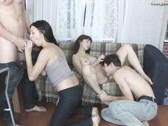 Домашняя вечеринка русских ребят закончилась групповухой