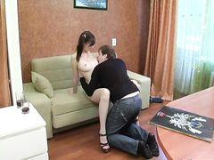 Отзывчивая русская девушка на каблуках красиво трахается с бойфрендом