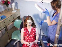 Стоматолог трахает большим членом рыжеволосую пациентку