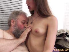 Бородатый старик трахает молодую девчонку на чешском кастинге