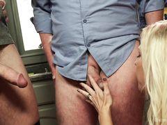 Слабохарактерный муж сосет член любовнику и смотрит на секс с женой