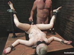 Доминант жестко выебал рабыню с кляпом по рту после порки и пыток