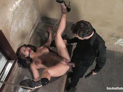 Жестокие сексуальные пытки девки с большими сиськами закончились аналом