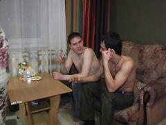 Андрей и Никита уговорили малышку Наташу на двойное проникновение