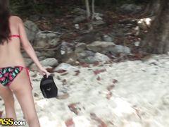 Русские туристы занялись сексом на пляже и продолжили в отеле