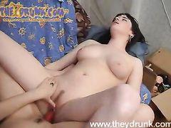 Развратные пьяные девчонки занялись сексом втроем со зрелым мужиком