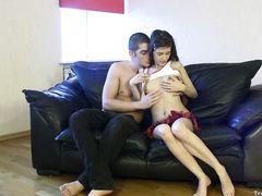 Роскошная юная девчонка трахается в попку со своим другом