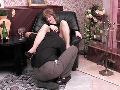 Зрелая русская женщина соблазнила и трахнула молодого парня