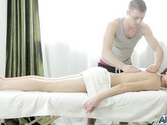 Ловкий русский парень сделал девке анальный массаж членом после обычного
