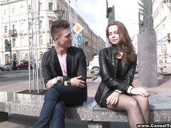 Мишаня уговорил на секс красивую русскую незнакомку Наташу